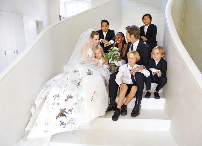 Después de más de una década de relación, Brad Pitt y Angelina Jolie se casaron en el 2014. (Foto Prensa Libre: tomada de internet).