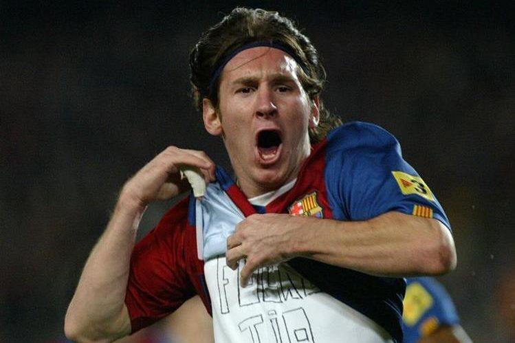 Lionel Messi celebra uno de los tres goles anotados al Real Madrid el 10 de marzo de 2007. (Foto Hemeroteca PL).