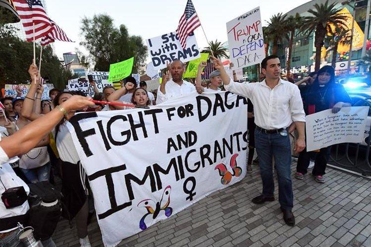 Manifestantes exigen restablecer el DACA, en Nevada. (Foto Prensa Libre: AFP)