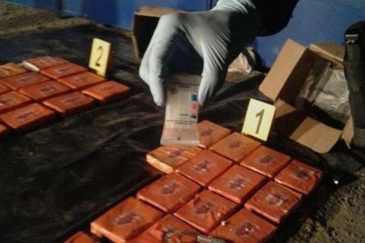 Paquetes con droga localizados en Tactic, Alta Verapaz. (Foto Prensa Libre: MP).