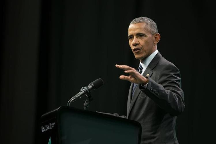Obama viaja a Nueva Jersey y Virginia para apoyar a gobernadores y hacer reuniones de campaña. (Foto Prensa Libre: AFP)