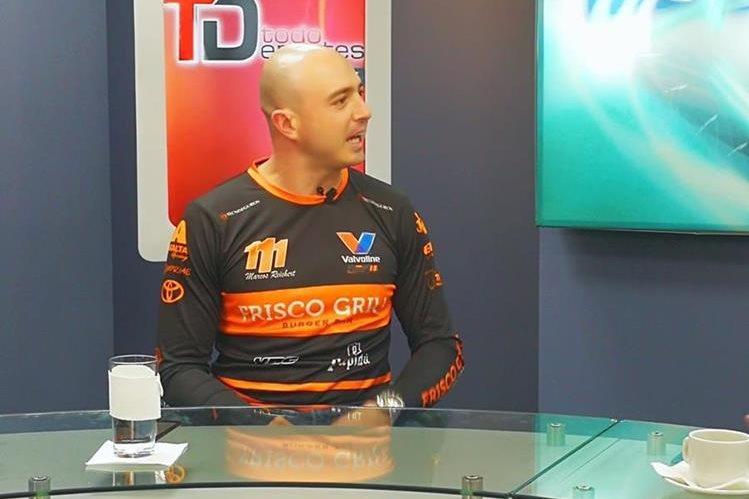 Marcos Reichert durante la competencia de las Tres Horas Nocturnas de la Copa Yaris Castrol. (Foto Prensa Libre: Autódromo Pedro Cofiño)