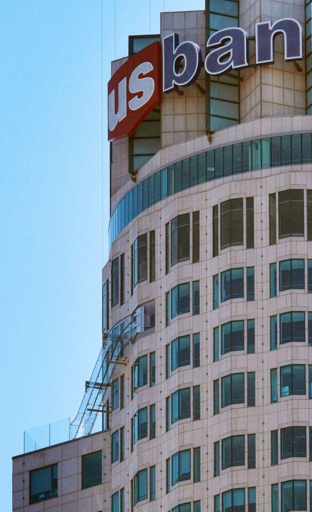 El edificio US Bank Tower, de 73 pisos, es el más alto del occidente de Estados Unidos. AP