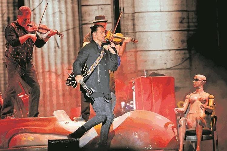 Ricardo Arjona, durante una de sus presentaciones en diciembre pasado en la ciudad de Guatemala, por la gira Circo Soledad (Foto: Hemeroteca PL).