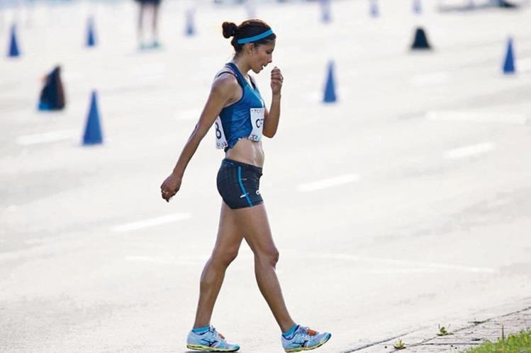 La abanderada Mirna Ortiz, no superó la plata lograda en Guadalajara 2011, al ser descalificada. (Foto Prensa Libre: Hemeroteca PL)