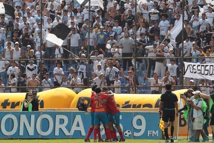 Municipal vive un momento de ensueño y apunta al título del Torneo Apertura 2016. (Foto Prensa Libre: Norvin Mendoza)