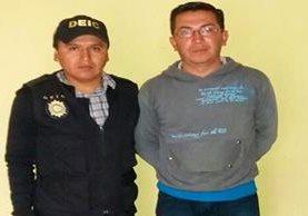 Walter de León, relacionista de la municipalidad de San Marcos, capturado por elementos de la División Especializada en Investigación Criminal. (Foto Prensa Libre: Whitmer Barrera)