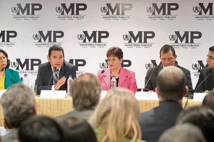 Jimmy Morales, quien se reunió con la fiscal Thelma Aldana, conoció la Política Criminal Democrática del MP. (Foto Prensa Libre: Álvaro Interiano)
