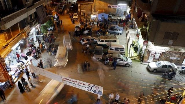 Mueren 16 personas en ataque a discoteca en El Cairo.