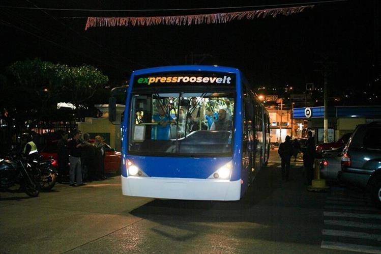 Diez autobuses circularán en el período de prueba del sistema Express Roosevelt. (Foto Prensa Libre: Hemeroteca PL)