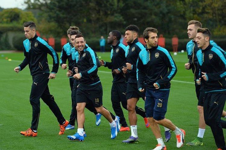Los jugadores del Arsenal se encuentran motivados para el encuentro de hoy frente al Bayern Múnich. (Foto Prensa Libre: AFP)