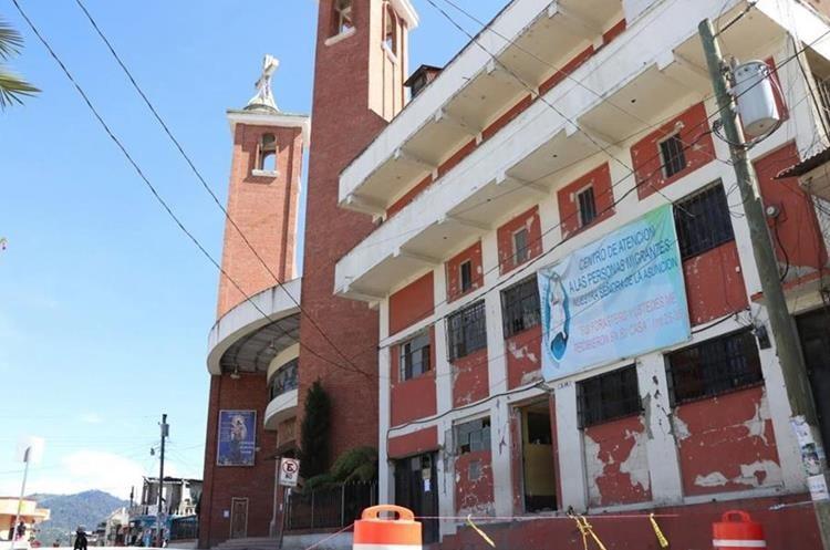 Al menos 116 viviendas se derrumbaron por el terremoto y más de mil 500 sufrieron daños. (Foto Prensa Libre: Whitmer Barrera)