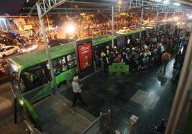 El Transmetro posee ventajas en el servicio, pero su cobertura es baja. (Foto Prensa Libre: Hemeroteca PL)
