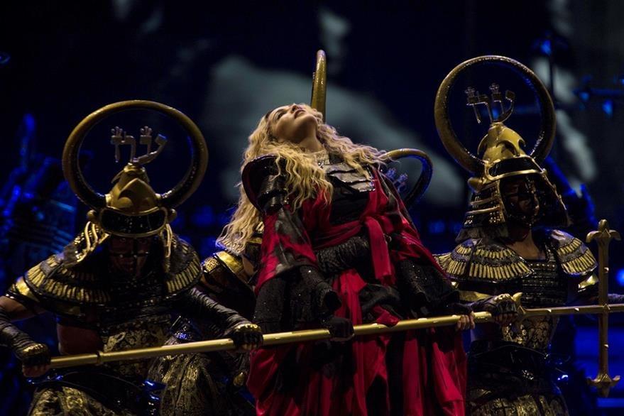 La reina del pop derrochó sensualidad durante el concierto en la ciudad de México. (Foto Prensa Libre: AP)