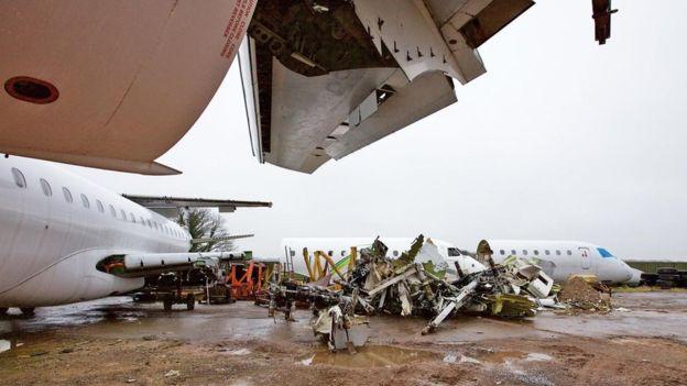 Entre 400 y 600 aviones comerciales de todo el mundo son desmantelados cada año. RICHARD GRAY