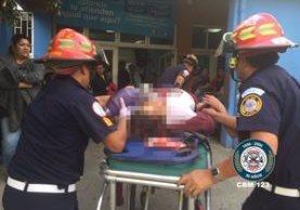 Vilma Liseth Benavente al momento de ser ingresada a la emergencia del Hospital Roosevelt. (Foto Prensa Libre: CBM)