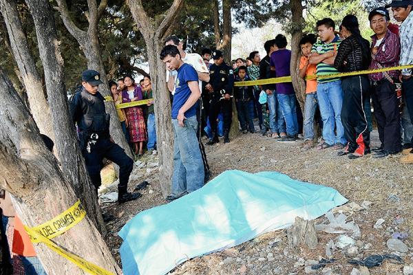 El cadáver  de un hombre fue hallado en Uspantán, Quiché, con señales de haber sido estrangulado. (Foto Prensa Libre: Óscar Figueroa)