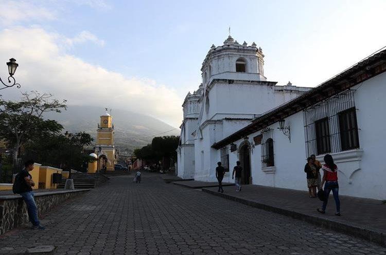 El área histórica de Ciudad Vieja muestra la Torre del Reloj, la Catedral y la plaza central. (Foto Prensa Libre: Julio Sicán)