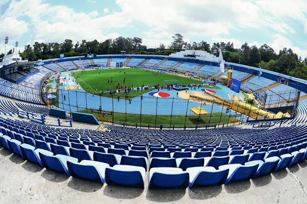 Así luce la pista del es estadio Mateo Flores, luego de las mejoras hechas por Pepsi en 2012. (Foto Prensa Libre: Francisco Sánchez)