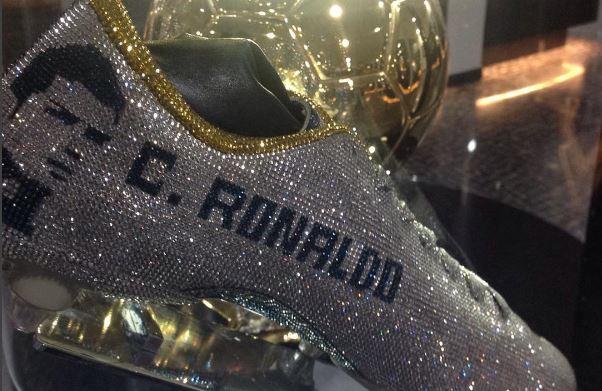 La última excentricidad de Cristiano: ¡botines de diamantes!