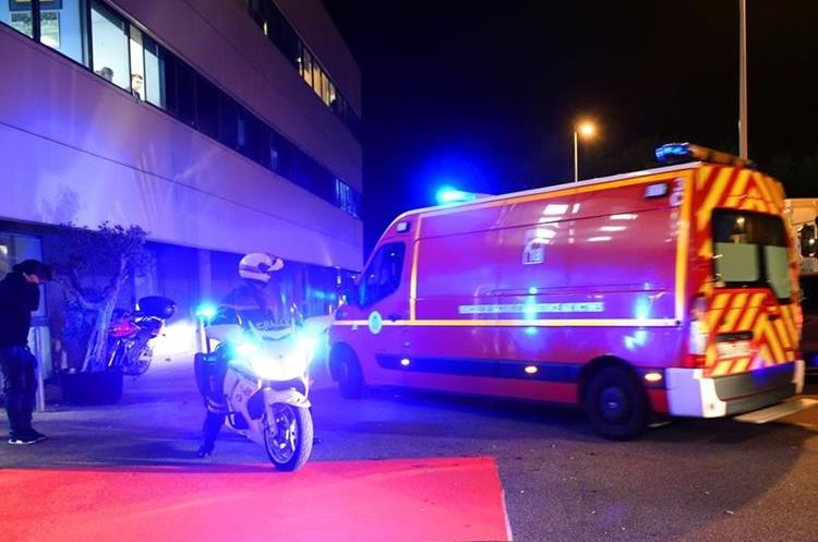 El soporte médico llegó de inmediato tras el incidente. (Foto Prensa Libre: AFP)
