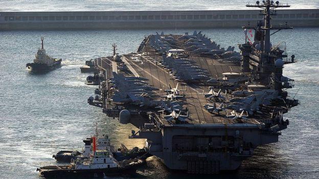 El portaaviones Carl Vinson puede llevar más de 60 aeronaves. GETTY IMAGES