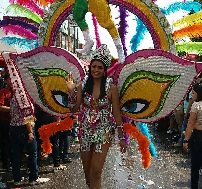 Reina del Carnaval participa en el carnaval de Mazatenango. (Foto Prensa Libre: Melvin Popá)