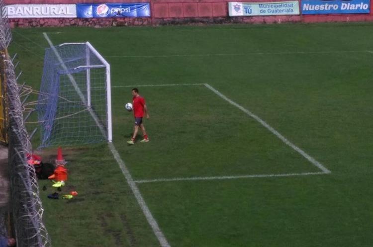Marco Pablo Pappa conversó con sus compañeros y se retiró del entrenamiento. (Foto Prensa Libre: La Red)