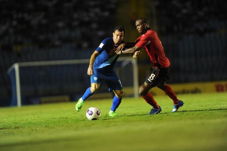 Marco Pablo Pappa (i) es uno de los futbolistas que deberá liderar a la Bicolor en el partido decisivo contra Trinidad y Tobago (Foto Prensa Libre: Hemeroteca PL)
