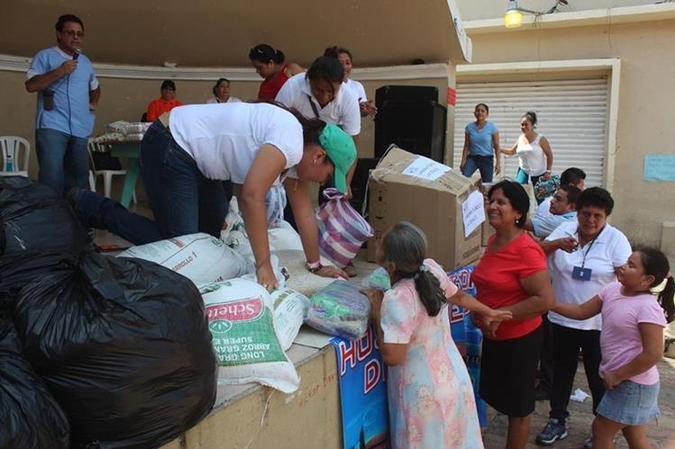 Vecinos de Coatepeque, Quetzaltenango, colaboran en una colecta para beneficiar al Hospital Regional de la localidad. (Foto Prensa Libre: Hemeroteca PL)