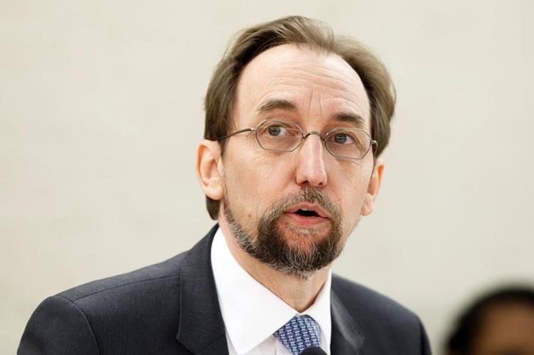 El alto comisionado de la ONU para los Derechos Humanos, Zeid Ra'ad al Hussein, presenta el informe anual sobre la situación de los Derechos Humanos en el mundo en la sede europea de las Naciones Unidas en Ginebra, Suiza. (Foto Prensa Libre: EFE)
