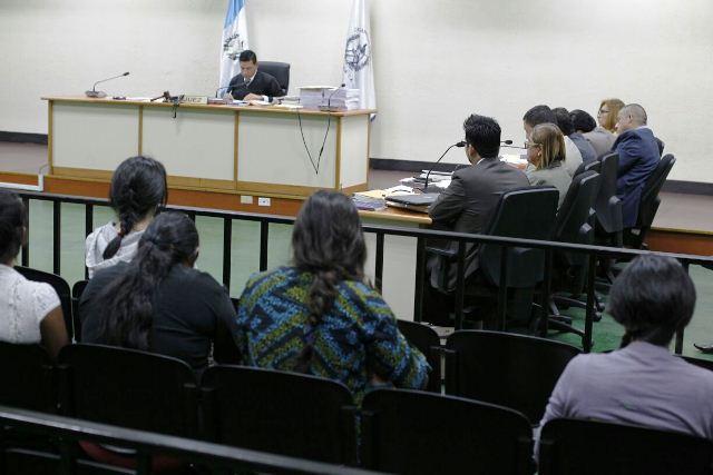 Implicados en el caso Hogar Seguro escuchan los señalamiento del MP. (Foto Prensa Libre: Paulo Raquec)