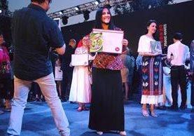 María José representó a Guatemala con una vestimenta elaborada por la guatemalteca Elizabeth Magzul. (Foto Prensa Libre: María José Carpio)