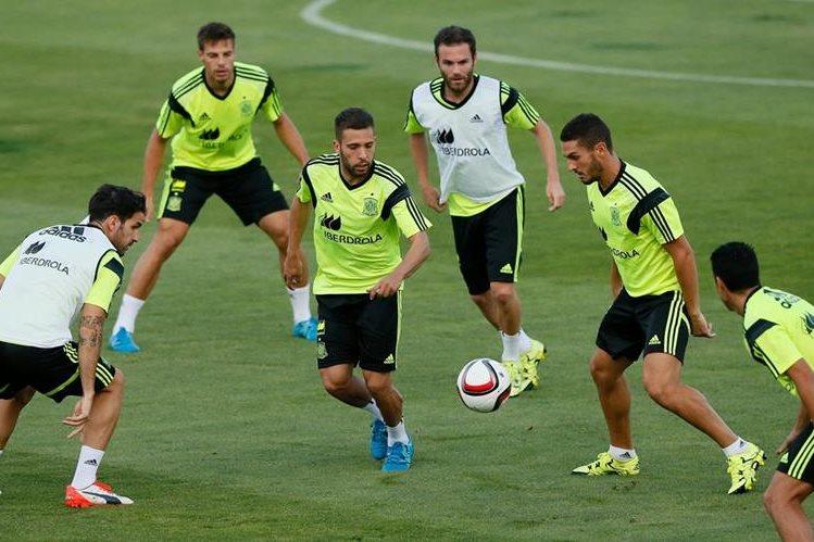 Los jugadores de la Selección de España durante un entrenamiento en Madrid. (Foto Prensa Libre: EFE)
