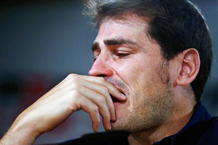Casillas no pudo contener las lágrimas en su conferencia de despedida esta mañana. (Foto Prensa Libre: AP)
