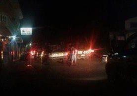 PNC se movilizó al municipio para prevenir disturbios. (Foto Prensa Libre: Alex Coyoy)