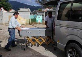 El cadáver de Ángela Azucena Vásquez fue trasladado este martes a la capital, para darle sepultura. (Foto Prensa Libre: Mario Morales)
