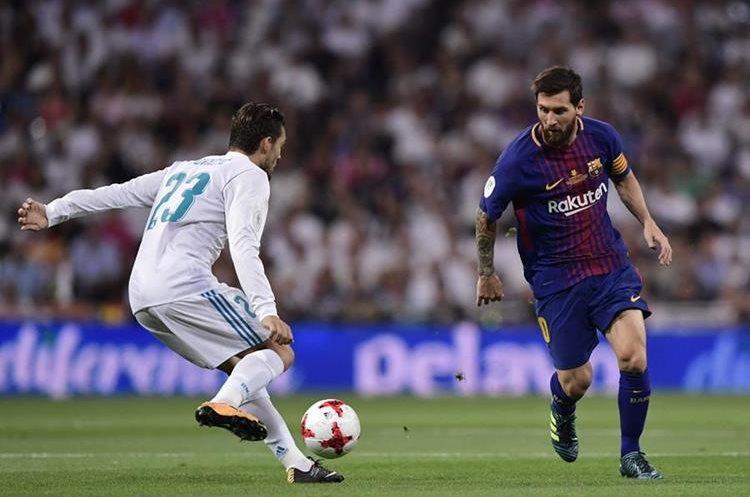 Messi encara la marca de Kovacic en una acción del primer tiempo.
