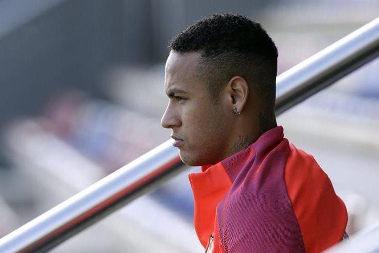 Neymar previo al entreno con el Barcelona. (Foto Prensa Libre: AP)