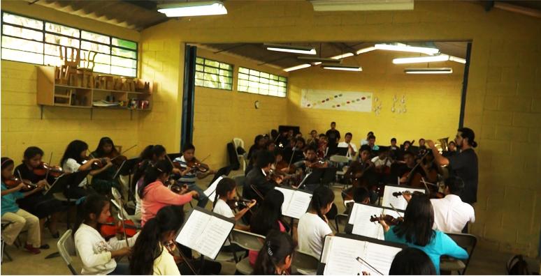 Ensayo de la Orquesta Infantil Sonidos de Esperanza. (Foto Prensa Libre: Josué León)