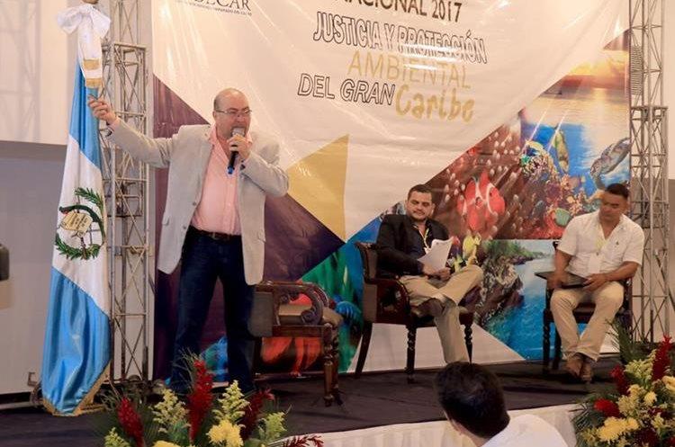 Oswaldo Calderón, ténico  de Fundaeco, expone durante su participación en el primer Congreso Internacional Justicia y Protección Ambiental del Gran Caribe. (Foto Prensa Libre: Dony Stewart)