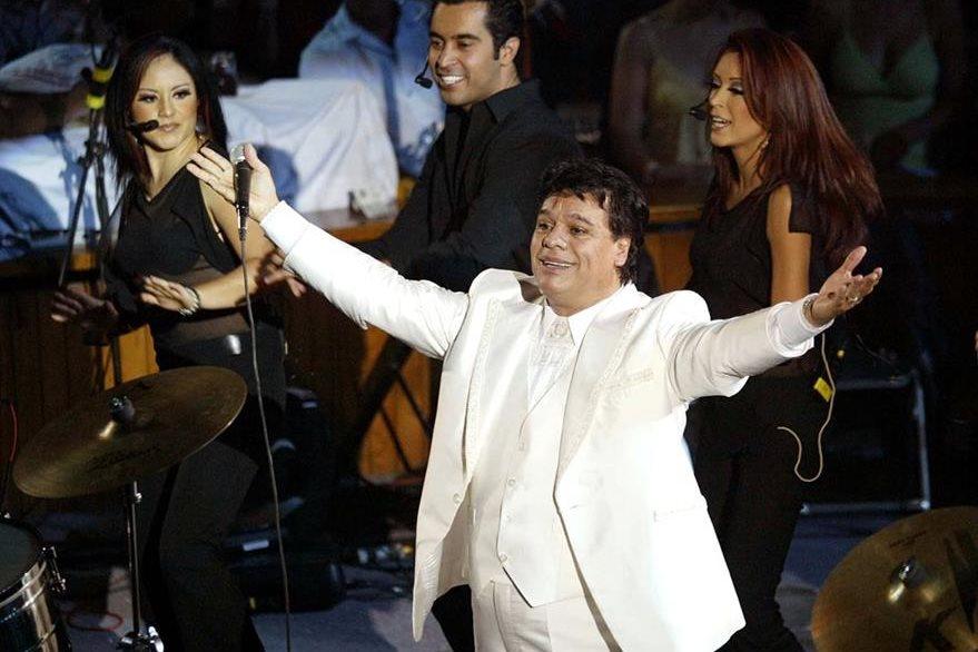 Juan Gabriel durante una presentación, en 2005, en Querétaro. (Foto Prensa Libre: Hemeroteca PL)