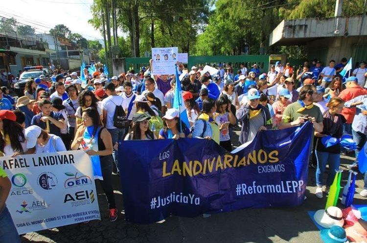 Estudiantes de las universidades de San Carlos y Rafael Landivar ya se preparan para la marcha, también se anunció que se  unirían los de la Universidad Mariano Gálvez.