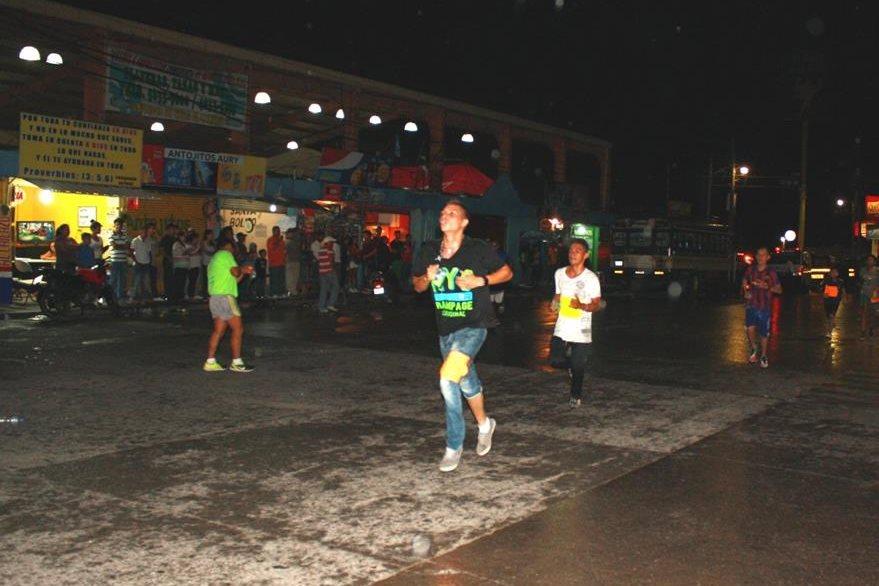 Competidores se esfuerzan por llegar a la meta en Sanarate.. (Foto Prensa Libre: Héctor Contreras).