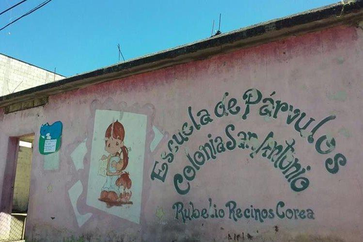 Fachada de la escuela que fue robada este martes en Barberena, Santa Rosa. (Foto Prensa Libre: Oswaldo Cardona)