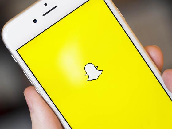 Snapchat busca formas de retener a sus usuarios y resguardarse de posibles migraciones a Facebook comprando patentes. (Foto Prensa Libre: eonline)