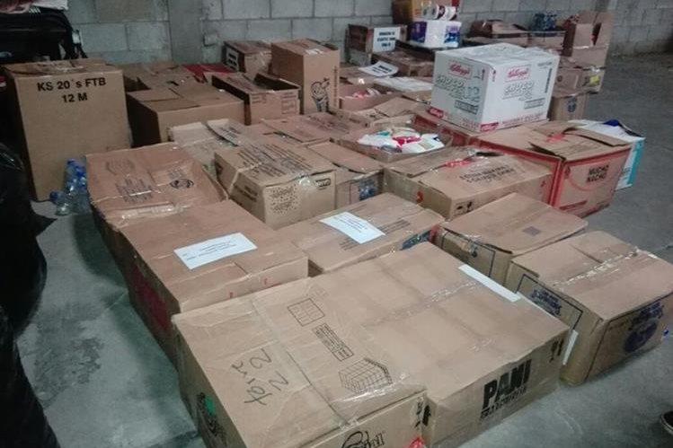 Durante la primera semana de la campaña se recibieron decenas de cajas de víveres. (Foto Prensa Libre: Mercadeo)