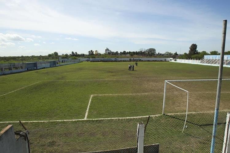 Vista general de la cancha del Club Social y Deportivo Liniers que participa en la cuarta división del futbol argentino.