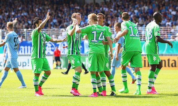 El Wolfsburgo dio un paso más en la Copa. (Foto Prensa Libre: Wolfsburg/Twitter)
