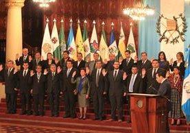 El presidente Jimmy Morales juramentó a 22 gobernadores el año pasado, pero no todos fueron propuestos por la sociedad civil de los Consejos de Desarrollo. (Foto Prensa Libre: Hemeroteca PL)
